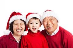 Abuelos asiáticos que celebran la Navidad Foto de archivo libre de regalías