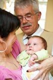 Abuelos con el bebé fotografía de archivo