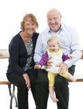 Abuelos con la nieta, aislada en blanco Fotos de archivo