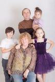 Abuelos con los nietos Fotografía de archivo