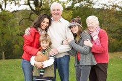 Abuelos con los nietos y la madre Imagen de archivo libre de regalías