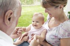 Abuelos que juegan con la nieta Imágenes de archivo libres de regalías