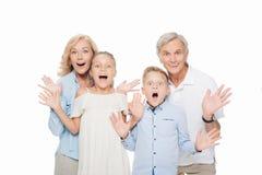 Abuelos sorprendidos con los nietos Fotos de archivo