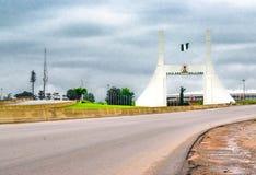 Abuja, NIGÉRIA - 2 de novembro de 2017: Monumento da porta da cidade de Abuja fotos de stock