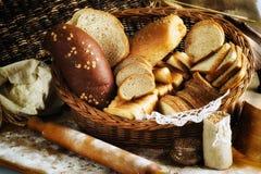 Abundância do fundo cortado do pão Conceito da padaria e do mantimento f Fotografia de Stock