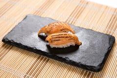 Aburi Salmon Mentai (tände eld på Salmon Belly) sushi Arkivbilder