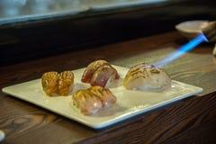 Aburi-Sushi (in Brand gesetzte Sushi) Stockbild