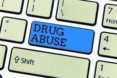 Abuso de drogas da escrita do texto da escrita Conceito que significa a droga obrigatória que procura a tomada habitual das droga imagens de stock royalty free