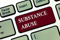 Abuso de substâncias do texto da escrita da palavra Conceito do negócio para o uso excessivo de um álcool da substância especialm foto de stock