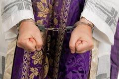 Abuso na igreja. Pastor fotografia de stock