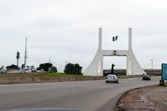Abuya, NIGERIA - 2 de noviembre de 2017: Monumento de la puerta de la ciudad de Abuya fotos de archivo libres de regalías