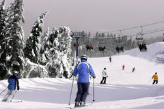 Abwärts Ski fahren Lizenzfreie Stockbilder