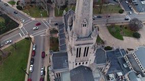 Abwärts Vogelperspektive der Kalvarienberg-Episkopale Kirche in Pittsburgh stock footage