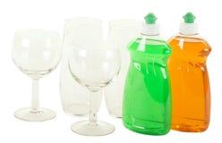 Abwasch-Flüssigkeit mit Gläsern Lizenzfreie Stockbilder