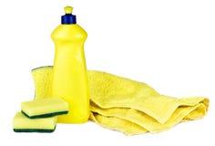Abwasch-Flüssigkeit und Schwämme Stockbilder