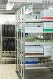 Abwasch-Gestelle und Behälter Lizenzfreie Stockfotos