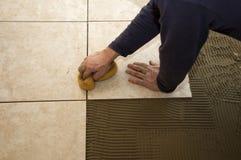 Abwaschender Keramikziegel Stockfoto