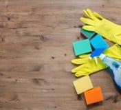 Abwaschflüssigkeit und -schwämme Gruppe Reinigungsmittel Stockbild