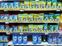 Abwaschflüssigkeit verkauft in einem Gemischtwarenladen Lizenzfreies Stockfoto