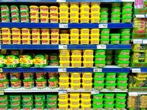 Abwaschpaste verkauft in einem Gemischtwarenladen Stockfotografie