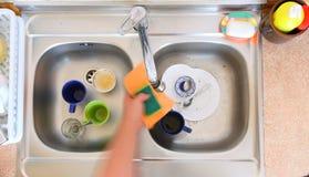 Abwaschschüssel in der Küchenschale Stockfoto