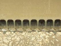 Abwasser über Fluss in Klärwerk Lizenzfreie Stockfotografie