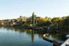 Abwasser, das den Fluss, Nikolaev, Ukraine verlässt Stockbild
