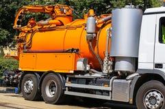 Abwasser-LKW auf der Straße Lizenzfreies Stockfoto
