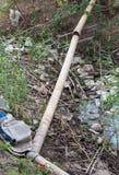 Abwasser mit vielen Abfall Stockfotografie