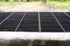Abwasser Umwelt der industrieller, Überlaufrohr- oder Entwässerungsverschmutzung, Betonrohr Stockbild