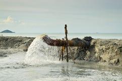 Abwasser vom Abwasserkanal Stockfoto
