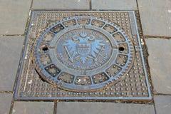 Abwasserkanaldeckel mit Wappen der Stadt von Cologne Stockbild