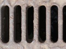 Abwasserkanaleinsteigeloch Stockfotos