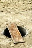Abwasserkanaleinsteigeloch Lizenzfreies Stockfoto