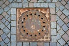 Abwasserkanaleinsteigeloch in der Stadt Hameln, Deutschland Lizenzfreies Stockbild