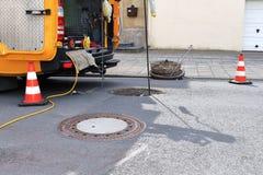 Abwasserkanalinspektion und -reinigung stockfotografie
