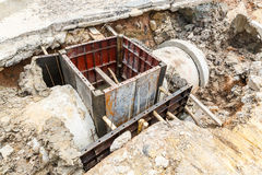 Abwasserkanalinstallation in der Stadt Lizenzfreie Stockfotografie