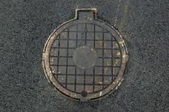 Abwasserkanalkanaldeckel Stockbild