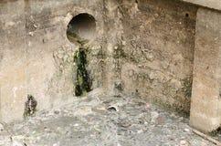 Abwasserkanallebensmittel und -abfall Stockfotografie