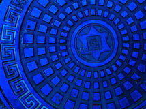 Abwasserkanalschutzkappe in der blauen Farbe Stockfotografie