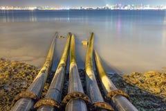 Abwasserleitungen im Meer in Doha, Katar Stockbild
