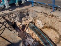 Abwasserrohr-Rohrersatz Stockfotografie