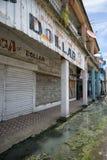 Abwasserwasser in der Straße Lizenzfreie Stockbilder