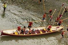 Abwechselndes Ein- und Auslagern des Bootes, Clovelly, Devon Stockfotografie