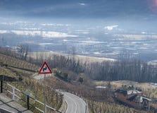Abweichen von Straßen in Veltlin, ein Tal nahe Sondrio, Italien Lizenzfreies Stockfoto