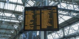 Abweichen von Waterloo-Station - London England Großbritannien Stockfotos