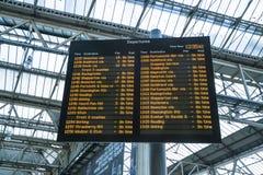 Abweichen von Waterloo-Station - London England Großbritannien Stockfotografie