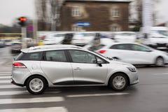Abwischeneffekt - sich schnell bewegende Autos Stockfotografie