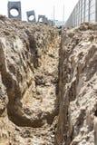 Abzugsgraben; Graben digged durch Bagger Stockfotografie