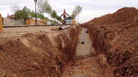 Abzugsgraben und Rohre in der Baustelle stock video